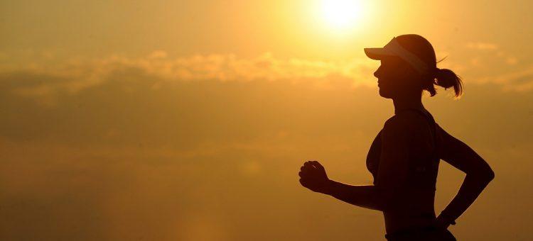 Consejos para hacer deporte en verano y no morir deshidratado